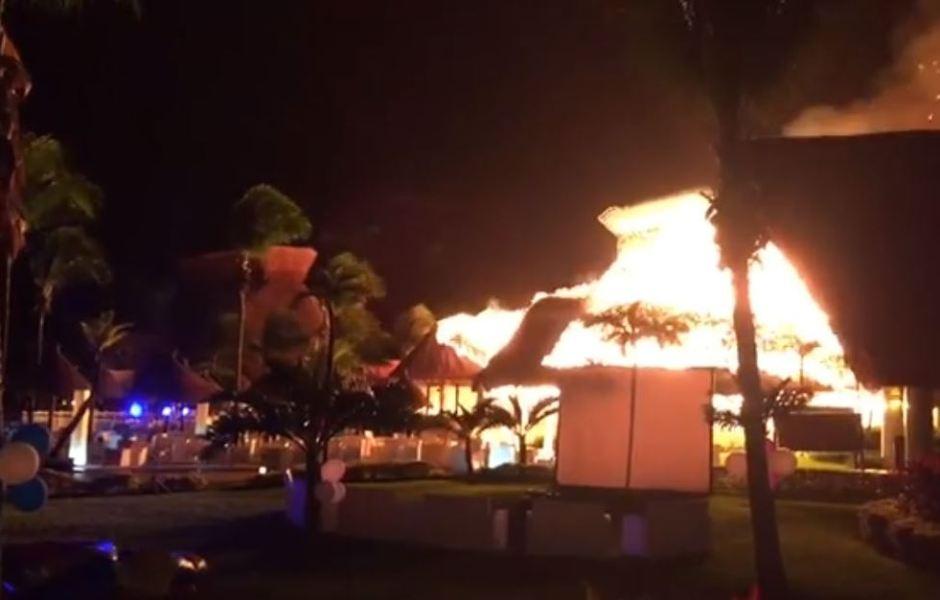 Corto circuito provoca incendio en hotel de Tulum, Quintana Roo