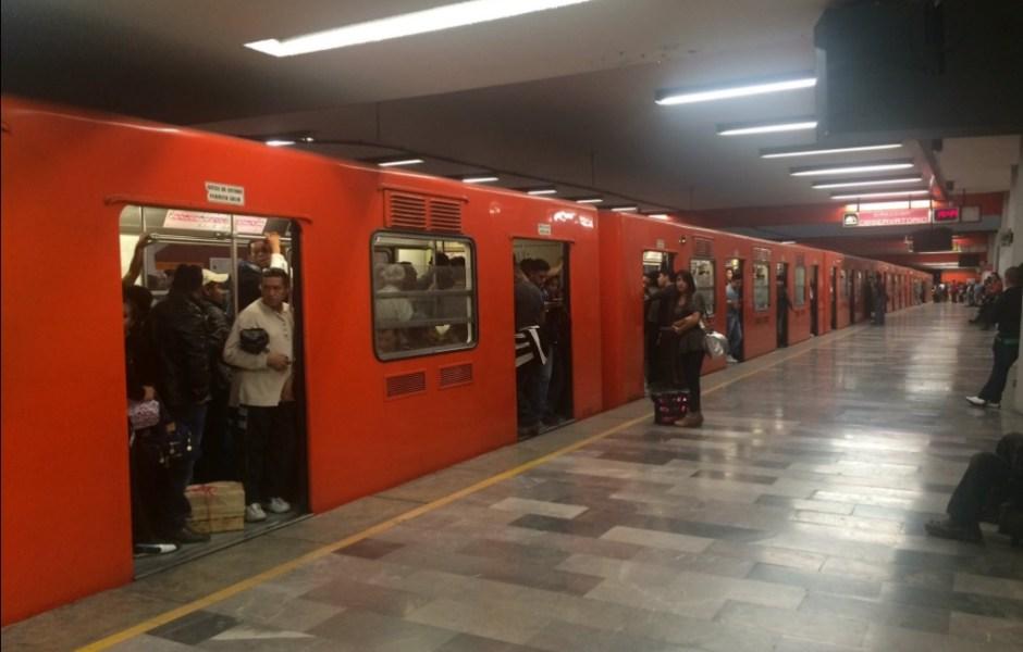Una falla en el cierre de puertas en uno de los trenes provoca retrasos en la Línea B (Twitter/Archivo)