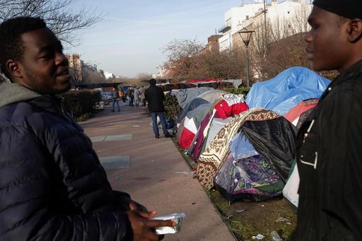 La inmigración impulsa la riqueza, no aumenta la desigualdad: FMI (AP)