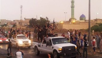 Militantes del Estado Islámico en Mosul, Irak. (Archivo/AP)