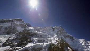 El monte Everest es la montaña más alta del planeta Tierra