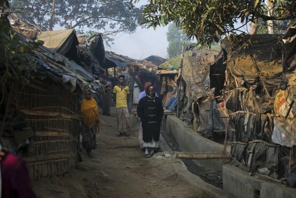 Refugiados musulmantes apátridas del pueblo Rohinyá, conocidos como el más oprimido del mundo, en el campo Kutapalong luego de escapar de Bangladesh a Myanmar en la década de 1970.