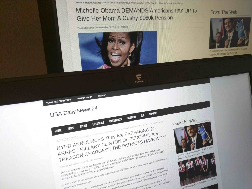 Esta fotografía tomada en París, Francia el 2 de diciembre de 2016 muestra una historia de USA Daily News 24, un sitio de noticias falsas registrado en Veles, Macedonia. AMBAS HISTORIAS MOSTRADAS EN LA IMAGEN SON FALSAS.