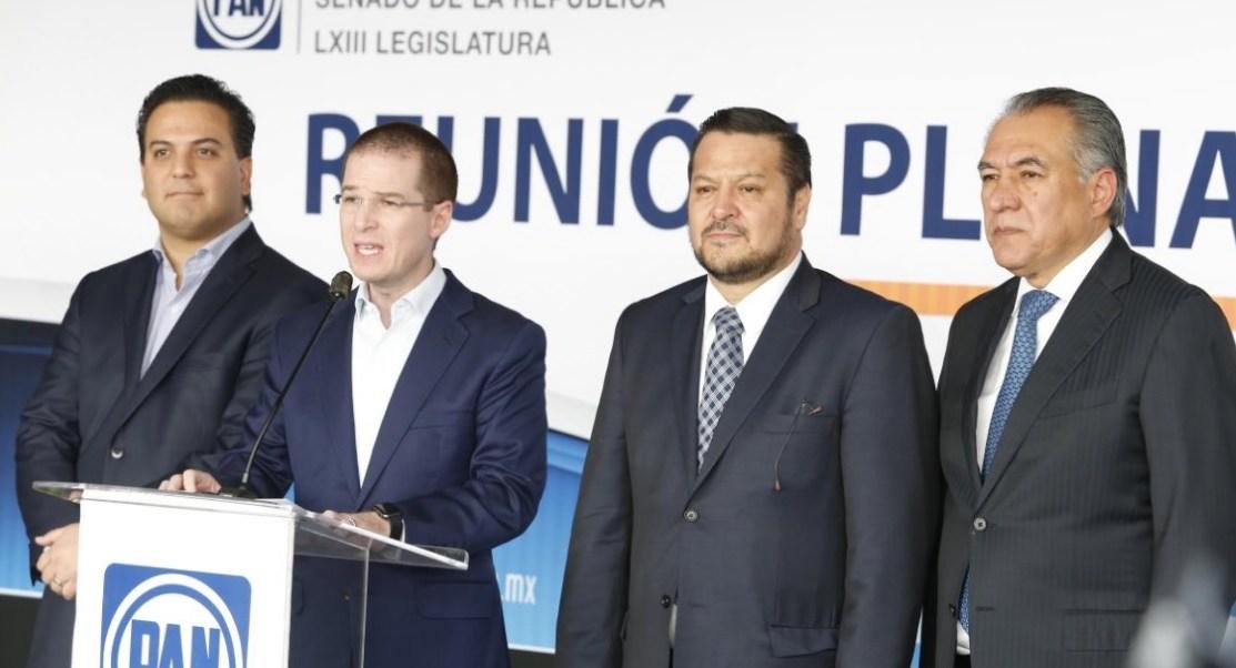 Este martes, el presidente del PAN, Ricardo Anaya, ofreció conferencia de prensa tras reunirse en privado con los senadores de su partido en el marco de la reunión plenaria que tuvieron con miras al próximo período ordinario de sesiones.