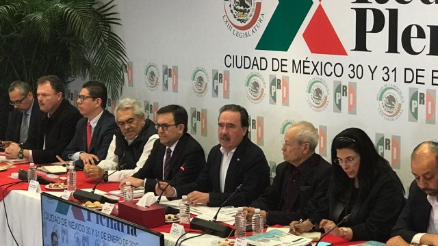 El secretario de Economía, Ildefonso Guajardo en la reunión plenaria del PRI (Twitter:@SE_mx)