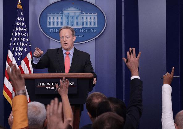 Sean Spicer, portavoz de la Casa Blanca, durante una conferencia de prensa.