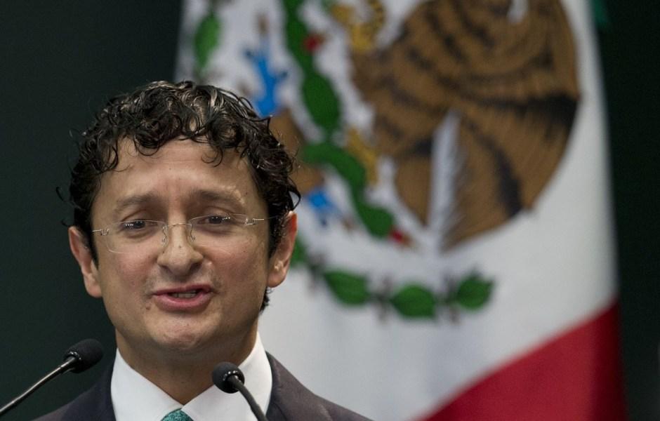 Virgilio Andrade habría favorecido clonación de tarjetas a damnificados del 7S