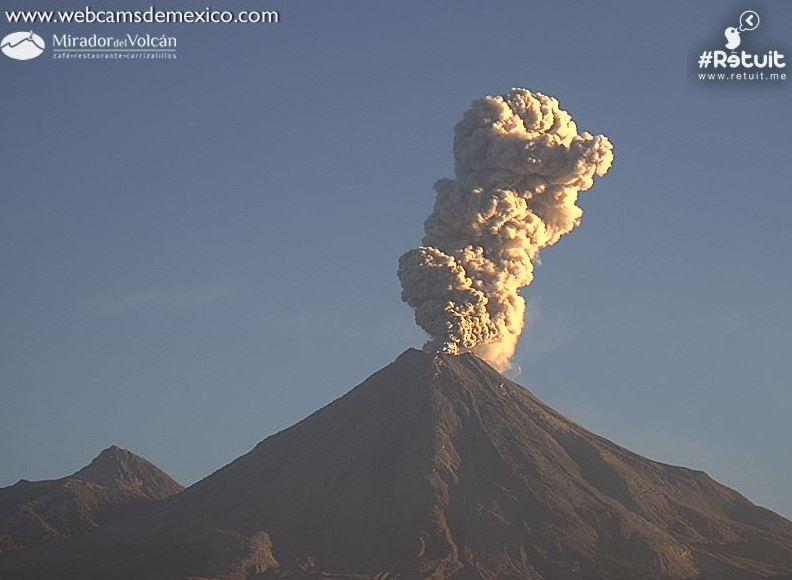 Volcán de Fuego de Colima registra fumarola de 2 mil metros