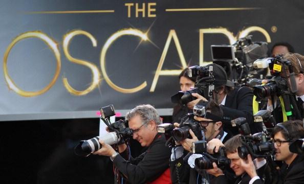 Los fotógrafos cubren la llegada de las celebridades a la alfombra roja los Premios Óscar. (Getty Images/Archivo)