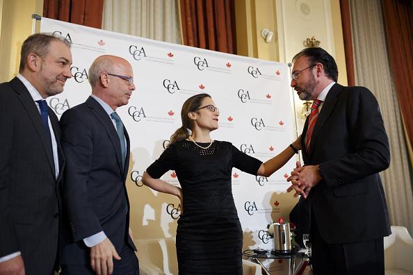 Chrystia Freeland, ministra de Asuntos Exteriores de Canadá con el canciller Luis Videgaray (D). (Getty Images)