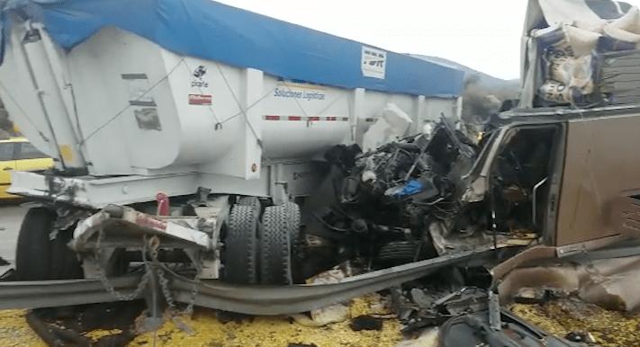 Accidente de tractocamión y tráiler en la carretera Arco Norte (Noticieros Televisa)
