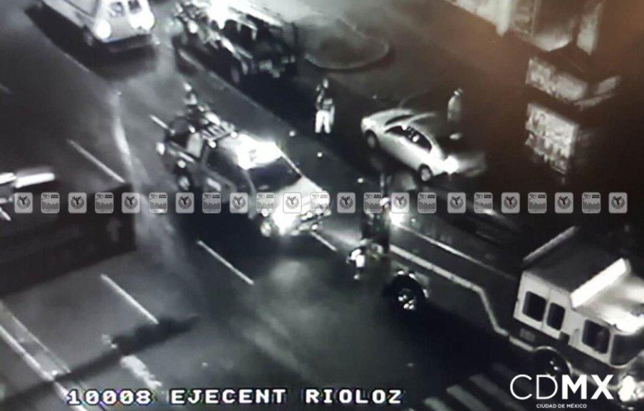 En el Eje Central y la esquina de Dr. Río de la Loza, un tráiler chocó contra un automóvil particular.