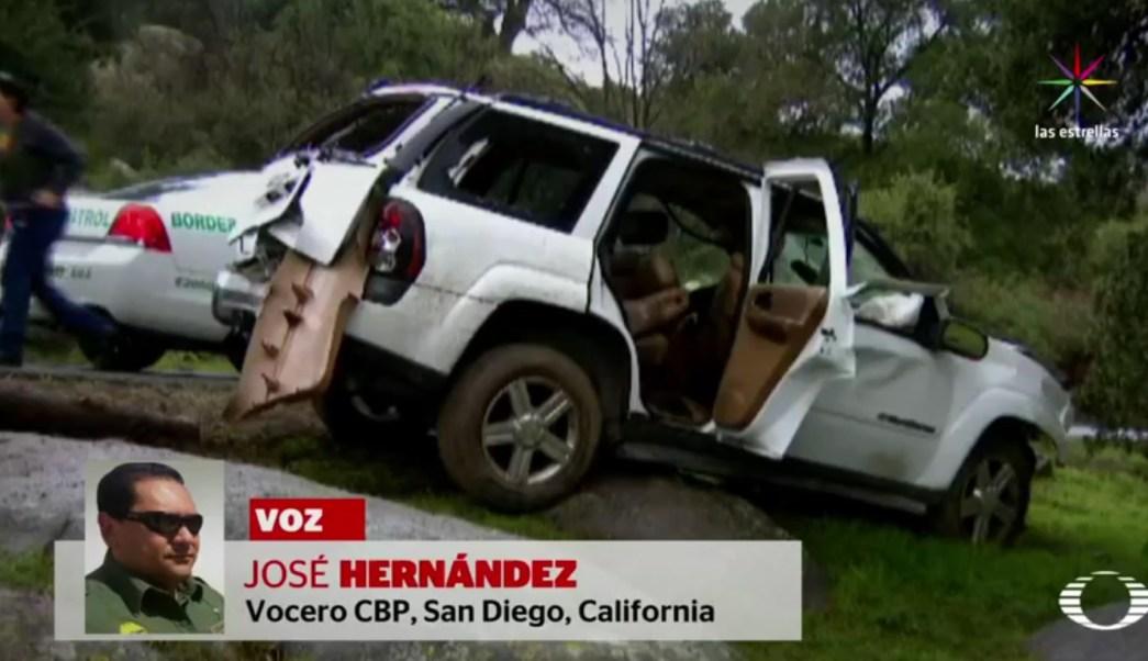 El vehículo era conducido por un estadounidense que transportaba a ocho mexicanos indocumentados.