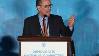 Los miembros del Comité Nacional Demócrata eligieron como presidente al hispano Tom Pérez. (AP)