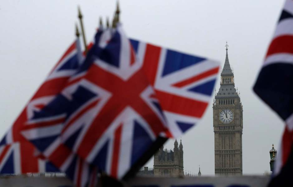 Foto ilustrativa que muestra la bandera británica y puntos turísticos londinenses (AP)