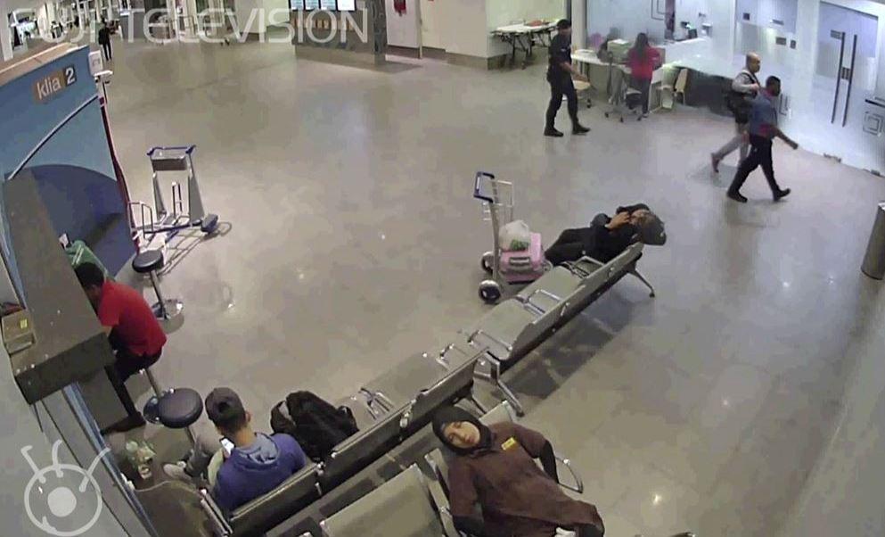La televisión japonesa reveló un supuesto video del momento del asesinato de Kim Jong Nam. (AP)