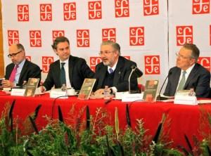 El presidente de la SCJN, Luis María Aguilar, habla durante la presentación de la serie de libros '17 para el 17', con el que el FCE celebra el Centenario de la Constitución Mexicana.