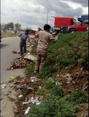 Ayuntamiento de Oaxaca levanta basura en las riberas del río Atoyac. (Twitter @e_oaxaca )