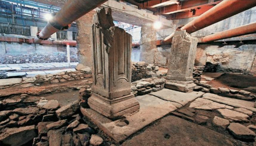 Trabajadores del metro en Grecia descubren una plaza del siglo VI (Twitter @helenprotopapa)