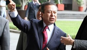Es una medida de política financiera conscientes posponer incremento de gasolinas, dice César Camacho, coordinador de los diputados federales del PRI. (Notimex, archivo)