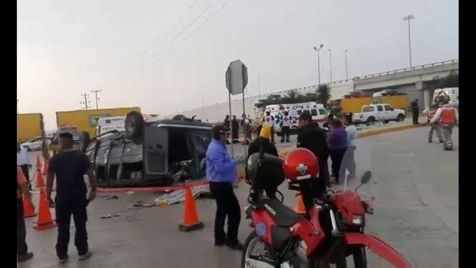 Choque entre un camión de volteo y una camioneta deja un muerto y 17 heridos en Tamaulipas. (Noticieros Televisa)