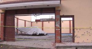Fachada de la casa donde fue abatido 'El H2' en Nayarit. (Noticieros Televisa)