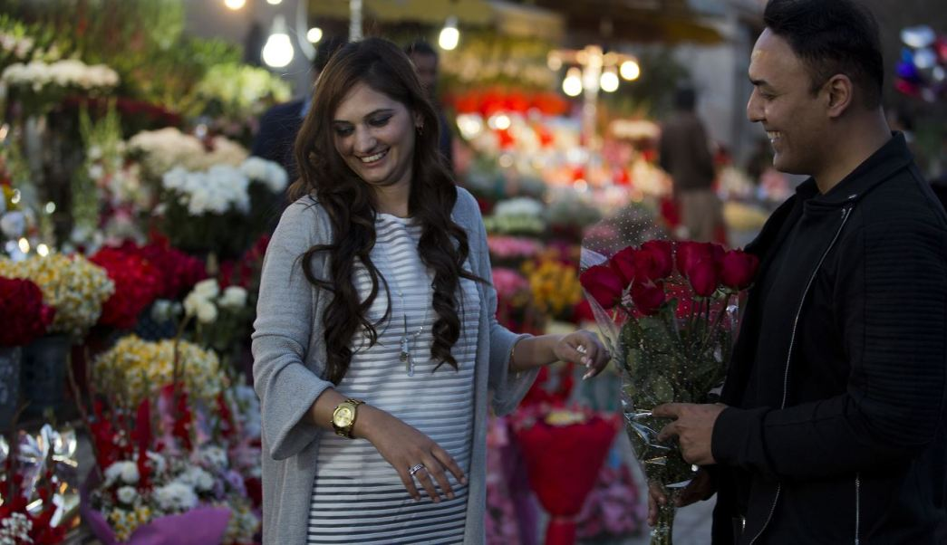 Celebran el Día de San Valentín en Islamabad, capital de Pakistán (AP)