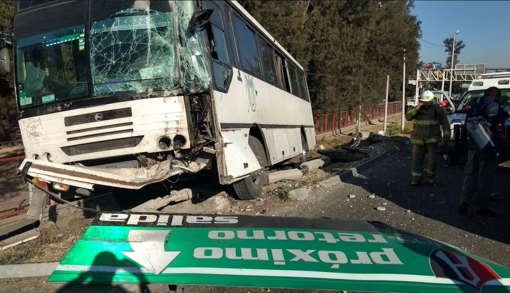 Choque de autobús en Carretera a Chapala.