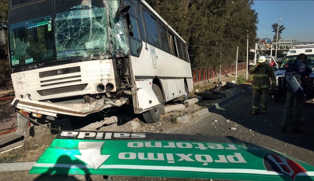 Camión de pasajeros choca y provoca al menos 19 lesionados sobre la carretera a Chapala, en Jalisco; el chofer de la unidad escapa (Twitter @PCJalisco)