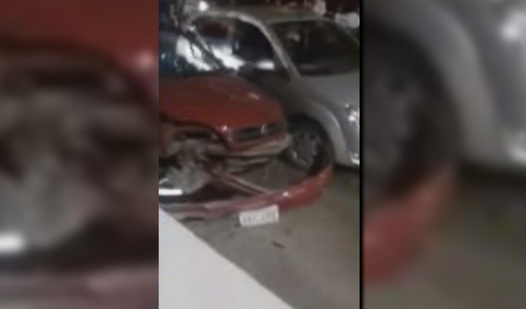 Vehículos involucrados en la carambola sobre la autopista Veracruz-Cárdel-Xalapa; el percance ocurre frente a la caseta de cobro 'Plan de Río' (Noticieros Televisa)