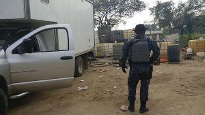 Contenedores con combustible ilícito asegurados en Centro, Tabasco; personal de la Gendarmería también decomisó un vehículo