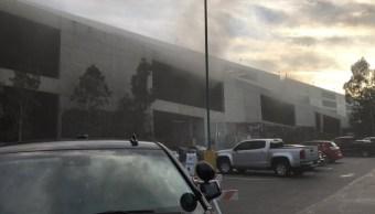 Este lunes se incendió el estacionamiento principal de Disneylandia