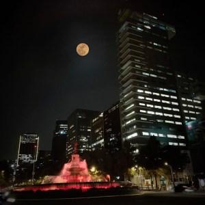 Los habitantes de la Ciudad de México pudieron observar una luna llena brillante.