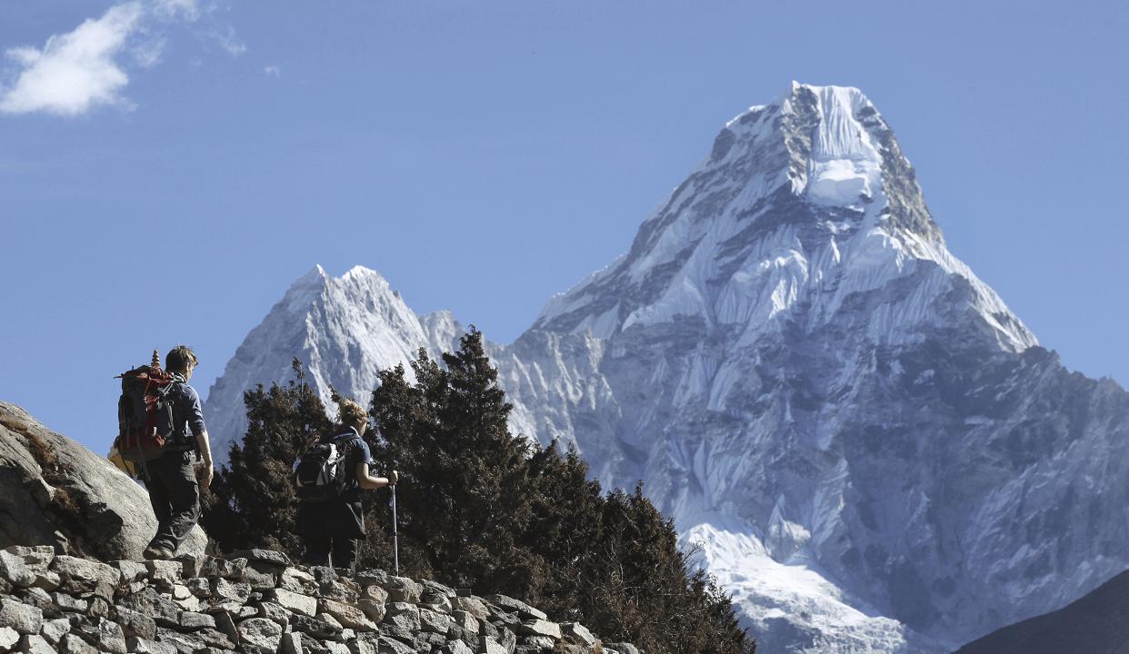 El monte Everest, la montaña más alta del mundo, podría contar con internet. (AP, archivo)