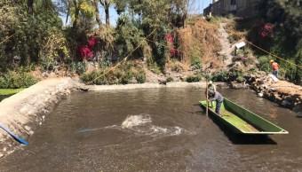La zona afectada se rellenó con 500 a 600 mil litros de agua para comprobar que no haya filtraciones. (@En_Xochimilco)