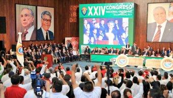 Ochoa Reza subrayó su cercanía con el dirigente de la central obrera. (Twitter: @EnriqueOchoaR)