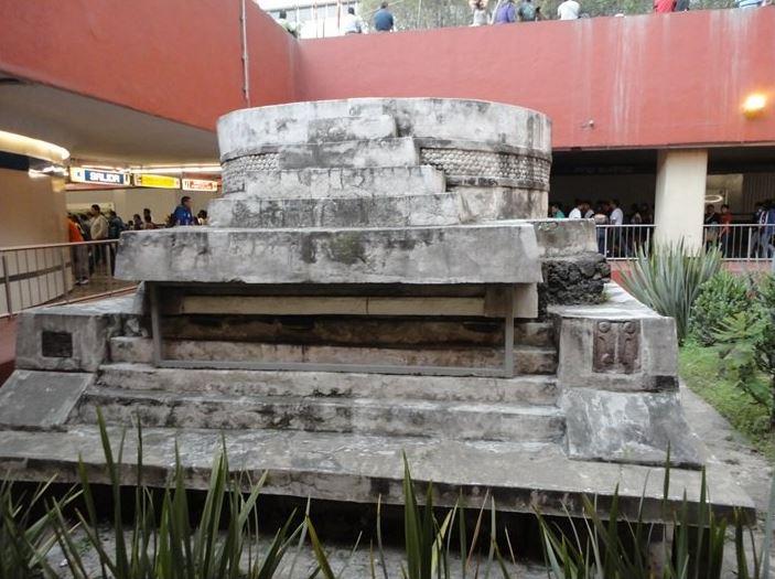 La reconstrucción de la estación Pino Suárez incluirá el rescate de la Pirámide del Dios del Viento Ehécatl, ubicado en el trasborde entre las líneas 1 y 2 del Metro. (@Marcos_VelezM /archivo)