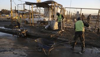 Estalla coche bomba en concesionaria de autos en Bagdad; al menos 40 muertos y 60 lesionados. (AP)