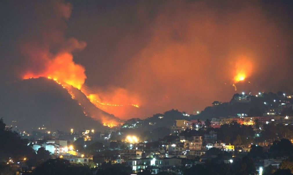 En lo que va de enero a la fecha se han registrado cerca de 200 incendios forestales en Acapulco. (Twitter: @webcamsdemexico)