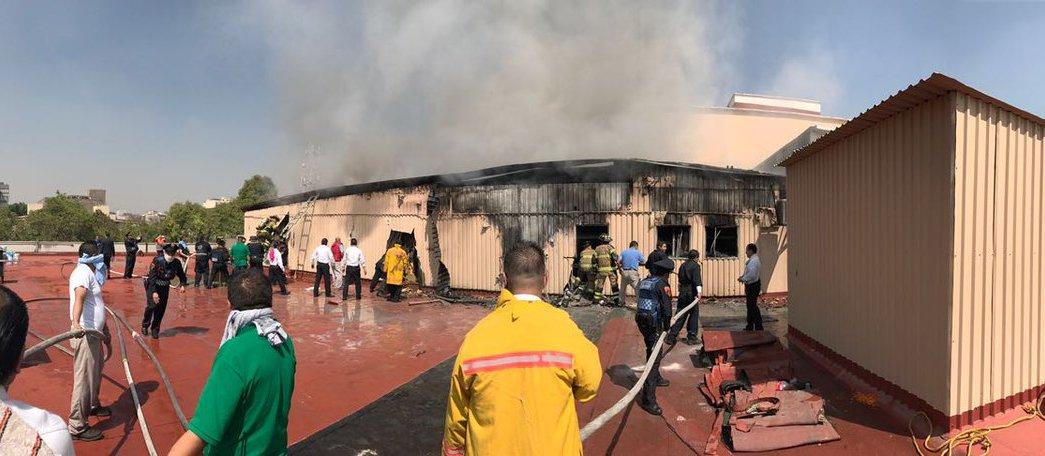 Se incendia bodega de un centro comercial ubicado en avenida Insurgentes, en CDMX. (Twitter @FaustoLugo)