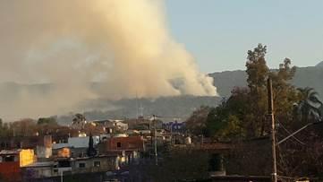Personal de varias instituciones en Morelos controla un incendio en el Parque Ecoturístico San Lorenzo de Chamilpa en Cuernavaca (Noticieros Televisa)