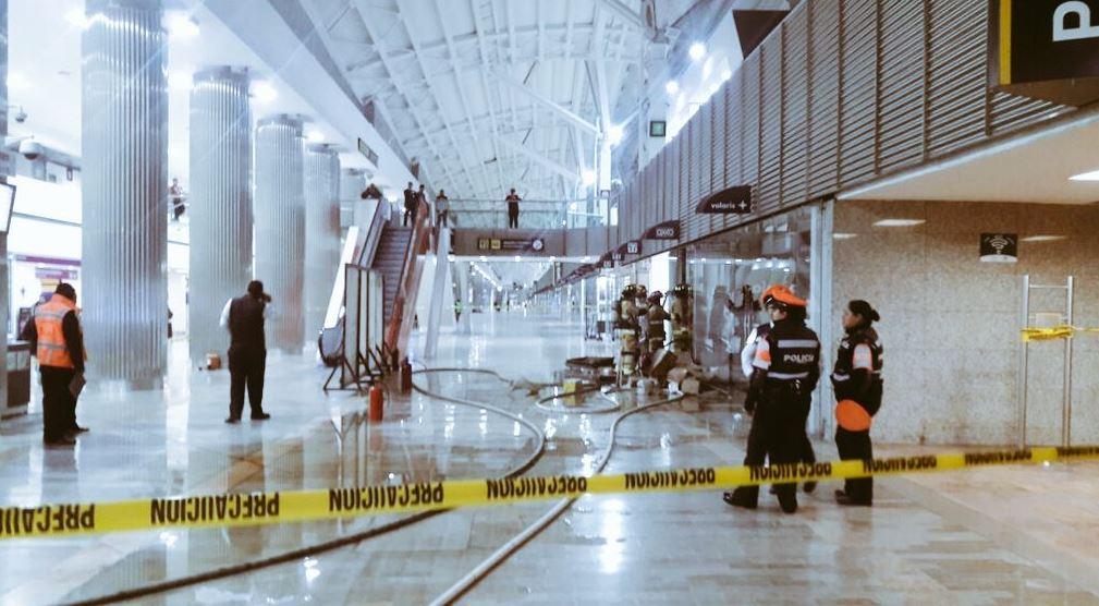 Connato de incendio en el Aeropuerto de la CDMX (Twitter @alertasurbanas)