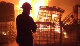 Incendio en predio donde almacenan combustible robado en Hidalgo. (Noticieros Televisa)