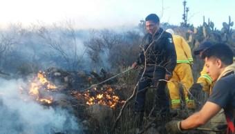 El incendio consumió cerca de 20 hectáreas de pastizales y arbustos bajos sin afectar viviendas ni personas.
