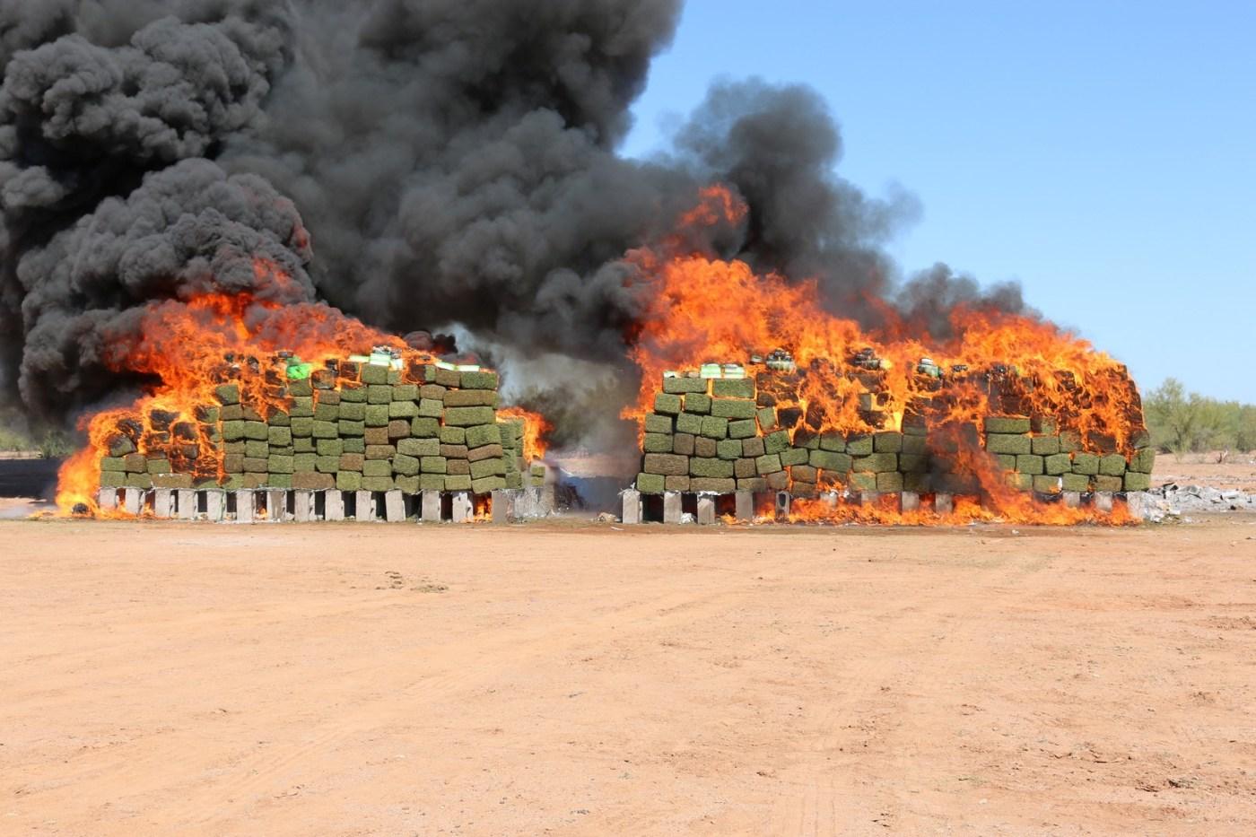 Incinera PGR ocho toneladas de narcóticos en Sonora. (PGR, Sedena)