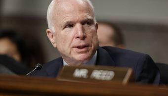Fotografía del senador republicano John McCain, quien cuestionó la versión oficial de que fue todo un éxito la operación de EU en Yemen. (AP/archivo)