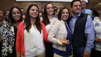 Josefina Vázquez Mota acudió con su familia para registrarse como precandidata del PAN al Estado de México (Twitter @JosefinaVM)
