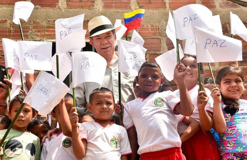 Trump apoya el proceso de paz en Colombia e invita a Santos a la Casa Blanca