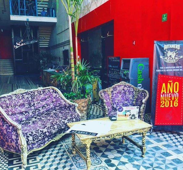'La Santanera' discoteca de música electrónica daba empleo a 90 personas y es uno de los tres establecimientos que cerraron, en las últimas dos semanas.