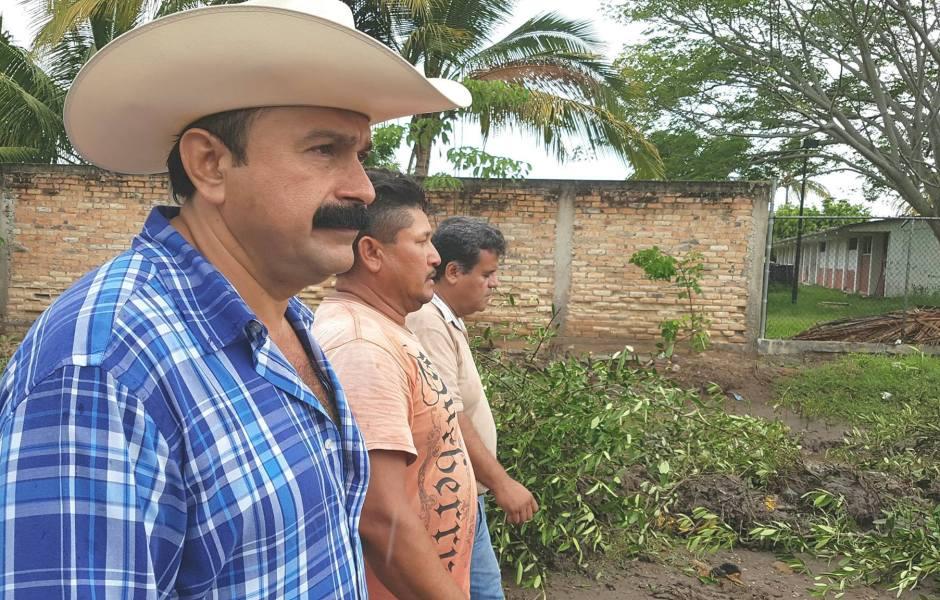 El aún alcalde de San Blas agradeció el respaldo de los ciudadanos quienes lo acompañaron a las instalaciones del IEEN.